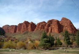 Red rocks at Jeti-Oguz